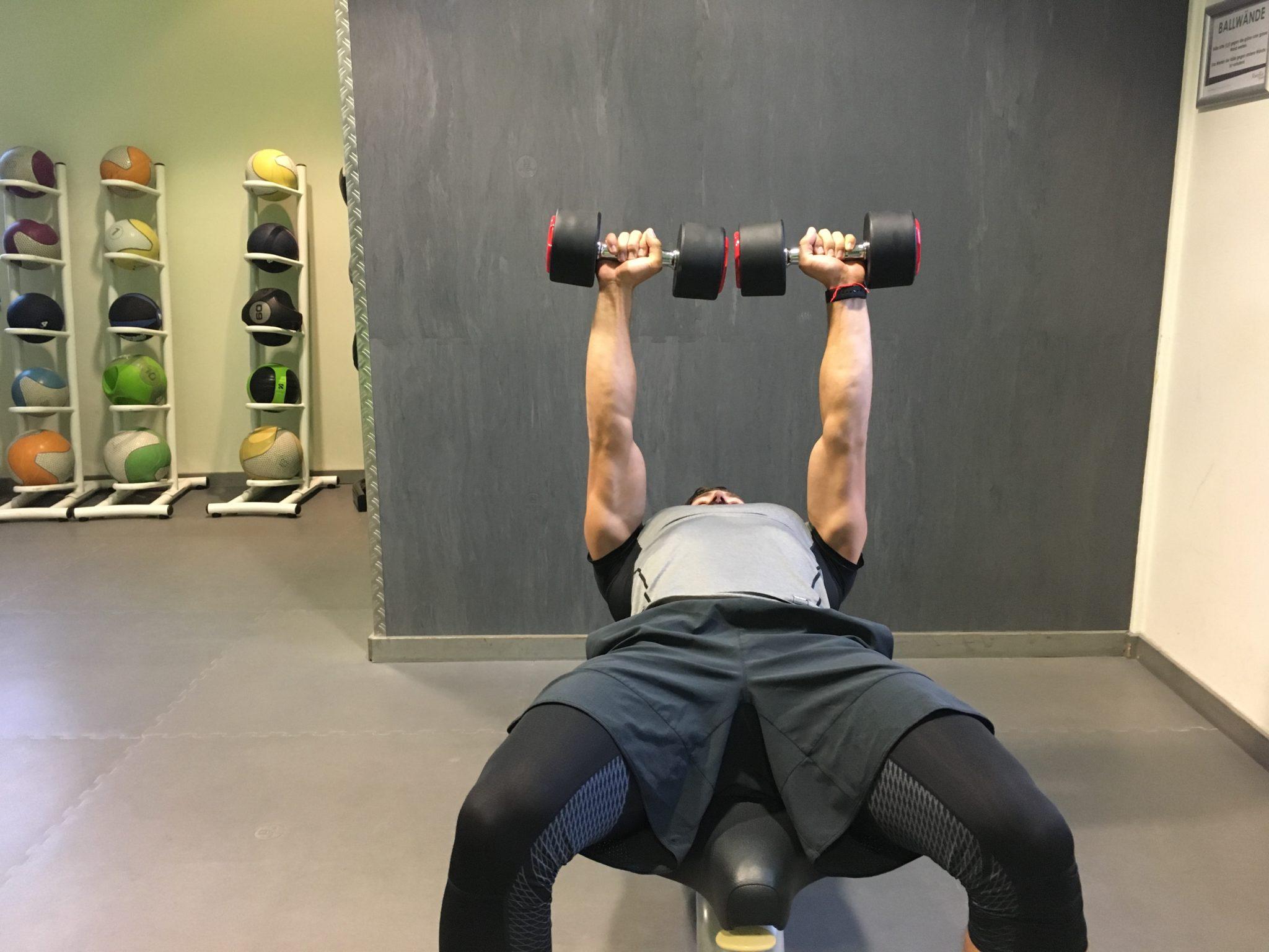 ᐅ Untere Brust Training - Die besten Übungen für Dein Brust Workout!